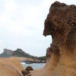 台湾のカッパドキア 野柳地質公園へ 台湾好行バスで訪ねる ふたつの女王頭とキノコ岩