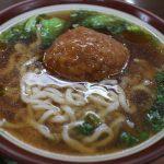 台中 張家麵館 巨大な肉団子が浮かぶ衝撃的なラーメン 獅子頭麺と辛さがクセになる缽缽雞