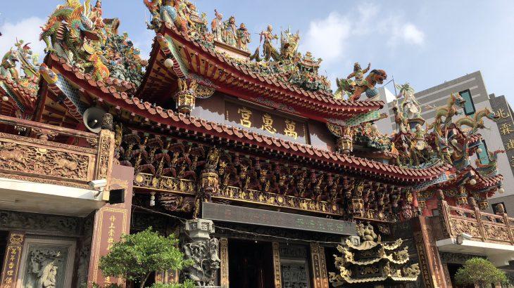 萬惠宮 人々を爆撃から守った媽祖 媽祖拿炸彈紀念碑 廟内の彫刻芸術には日本人像